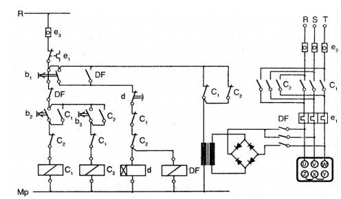 İki yönde çalışan motorun düz zaman röleli dinamik frenleme devresi
